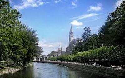 Vue sur la Cathédrale de Lourdes