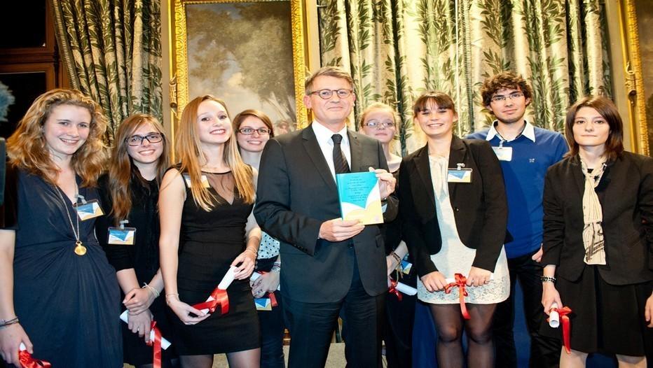 Chaque automne, le Prix Clara Nouvelles d'ados couronne les lauréats d'un grand concours de nouvelles ouvert aux adolescents de moins de 17 ans (crédit photo éditionseho)