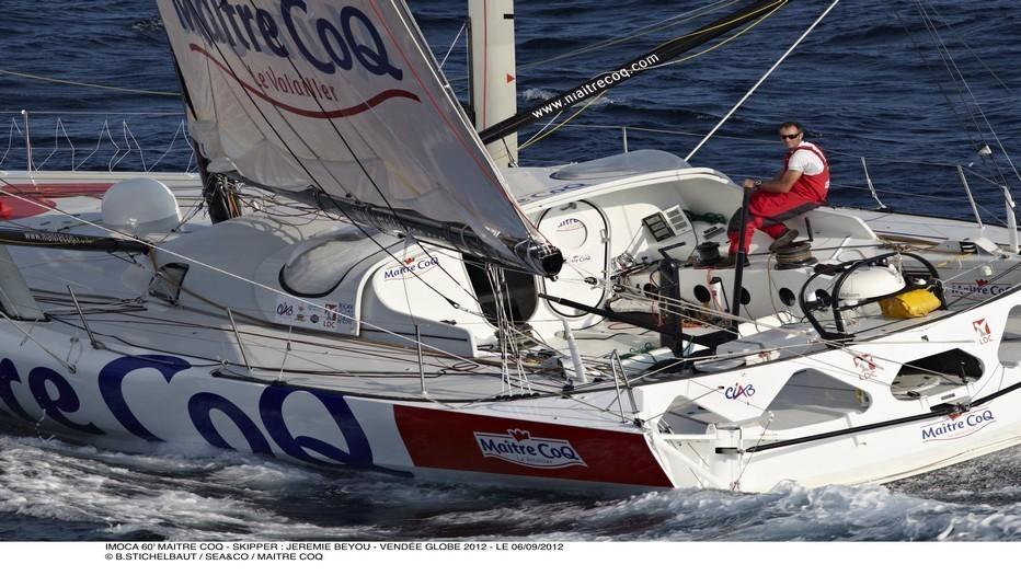 Jérémie Beyou, sur son voilier,aux couleurs de Maître Coq, prêt pour la course....