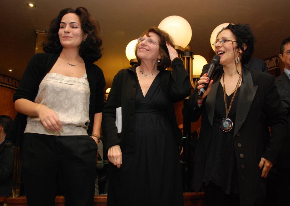 Remise du Prix Wepler 2012 à Leslie Kaplan et la mention spéciale du jury à Jakuta Alikavazovic (crédit photo : David Raynal)
