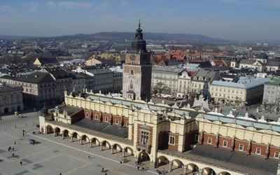 Vue sur la ville, grand-place, Halle aux Draps (Copyright Office de Tourisme Pologne)