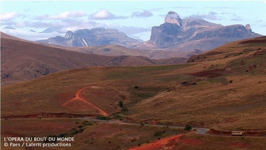 """Vue Sud de Madagascar du film L'Opéra du bout du monde""""."""