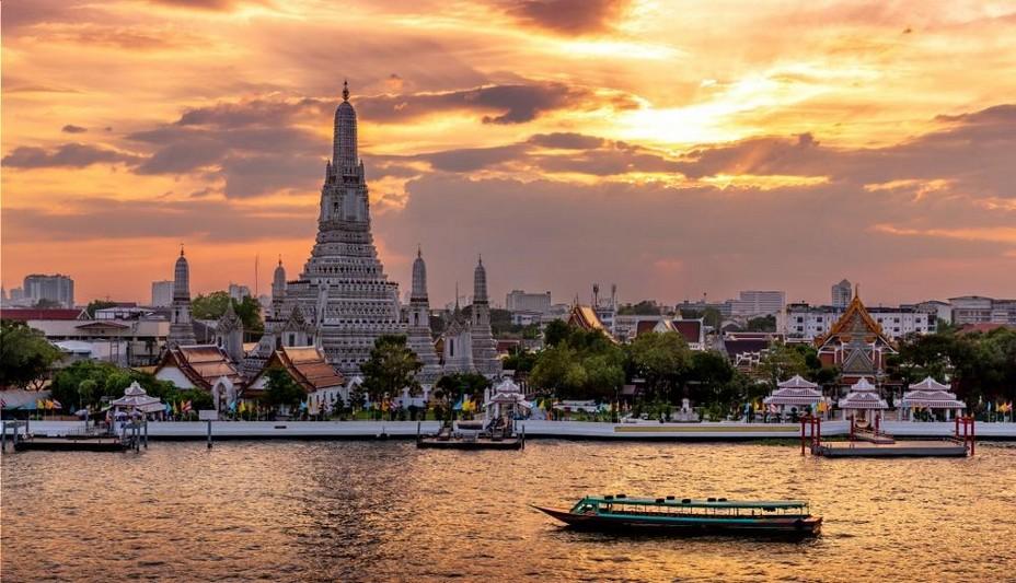 Bangkok - Sur les bords de chao phraya river au coucher du soleil. @ Pixabay