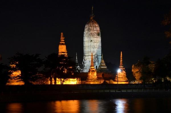 Des comités pour la protection et la mise en valeur de la Ville historique d'Ayutthaya ont été créés à l'échelon national et local. La conservation et la mise en valeur d'Ayutthaya sont financées par des fonds gouvernementaux et privés.@ David Raynal
