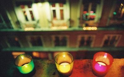 Bougies sur les fenêtres de maisons lyonnaises (photo site de la ville de Lyon)