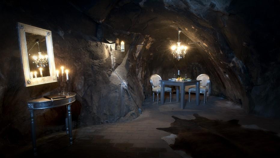 Située à Sala en Suède, cette luxueuse cachette se situe à 155 m sous terre