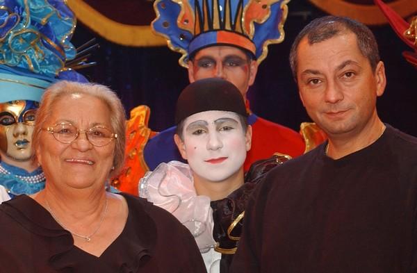 Gilbert Gruss (à droite) prend les rênes du cirque familial à la suite de sa maman Arlette. ©Fabrice Vallon/Cirque Arlette Gruss