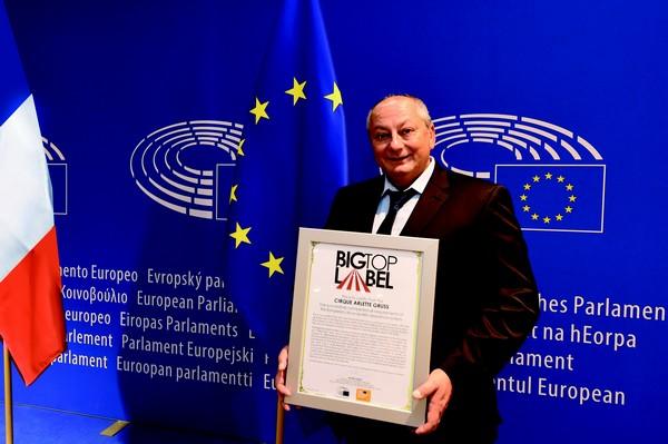 Gilbert Gruss peut s'enorgueillir de diriger le premier cirque français à se voir décerner le certificat européen de qualité (Big Top Label). ©Fabrice Vallon/Cirque Arlette Gruss