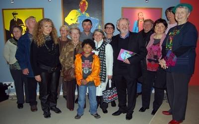 Toute l'équipe d'artistes autour d'Yves Quentel et de Kaourantine Hulaud présidente de la Maison de la Bretagne lors du vernissage de l'exposition (photo David Raynal).