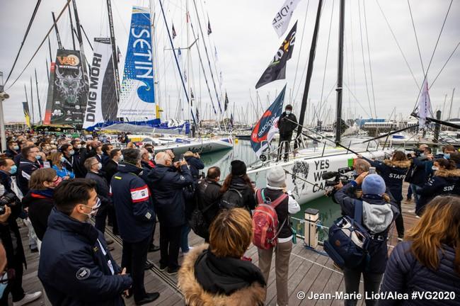 le 8 novembre à 13h02 à huis clos, sans public. le Vendée Globe sera retransmis en direct sur vendeeglobe.org et sur de nombreuses chaînes de télévision dont France 3.@ VG