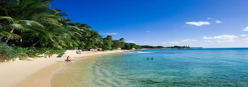 Une magnifique plage de La Barbade dans les Caraïbes (crédit photo : Office de tourisme de la Barbade).