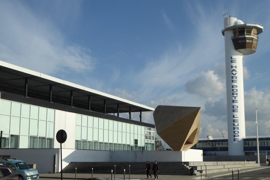 Le MuMa, musée d'art moderne André Malraux et l'œuvre en béton de Henri-Georges Adam.@ C.Gary