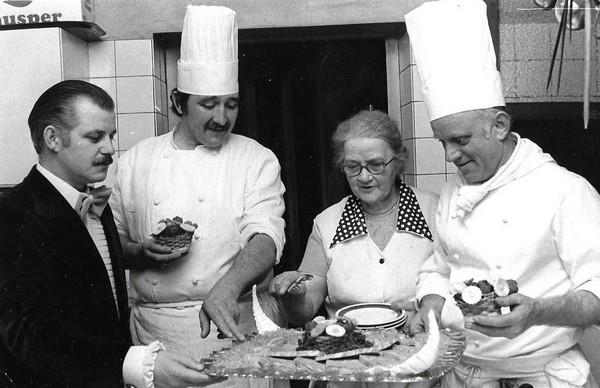 La vie culinaire de Jean-Claude Aiguier est semée de belles rencontres à l'image de son confrère vosgien Henri Chevalier, installé à Bains-les-Bains. ©F et J.C Aiguier