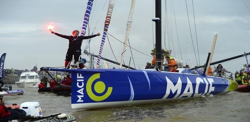 La joie du vainqueur 2013 de la course Vendée Globe François Gabart  lors de son arrivée au port (Photo Macif_Channel)