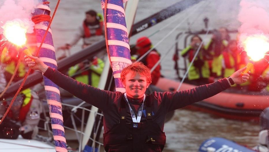 Le vainqueur du Vendée Globe 2013  : François Gabart  lors de son arrivée (Photo Macif Channel - Jean-Marie Liot)