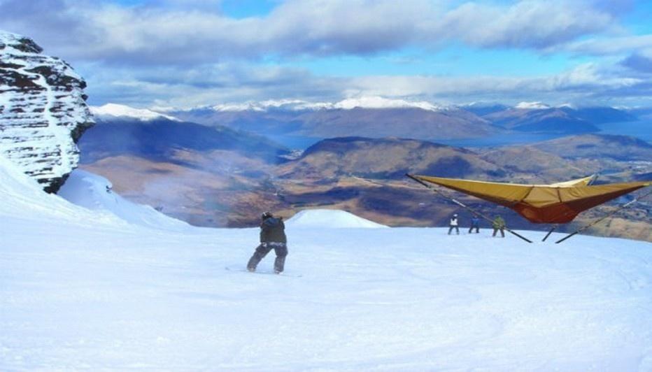 """""""Tentsile"""" idéale sur les terrains difficiles tout en se protégeant du sol neigeux (Photo www.tentsile.com)"""