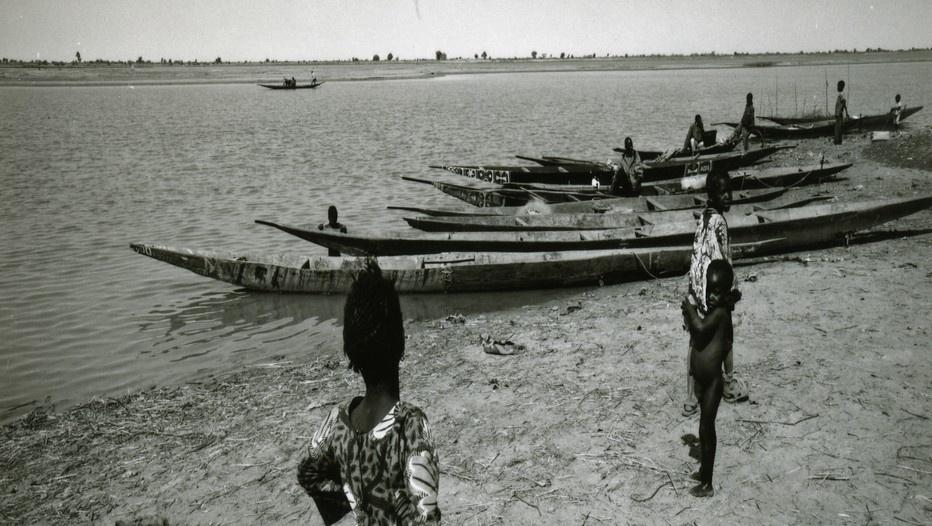 Pinasses au bord du fleuve Niger au Mali (Photo Jean-Louis Potier)