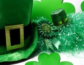Des châpeaux, des trèfles, du vert, c'est la Saint-Patrick (photo Bravofly)