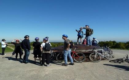 Tourisme de mémoire  sur les plages du débarquement à pied, en voiture ou à vélo (LD)