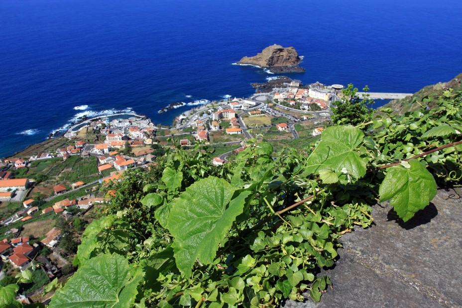 Madère encourage le tourisme avec l'adoption d'un « couloir vert ». La côte sauvage dans le Nord de l'île à Porto Moniz © David Raynal @ David Raynal