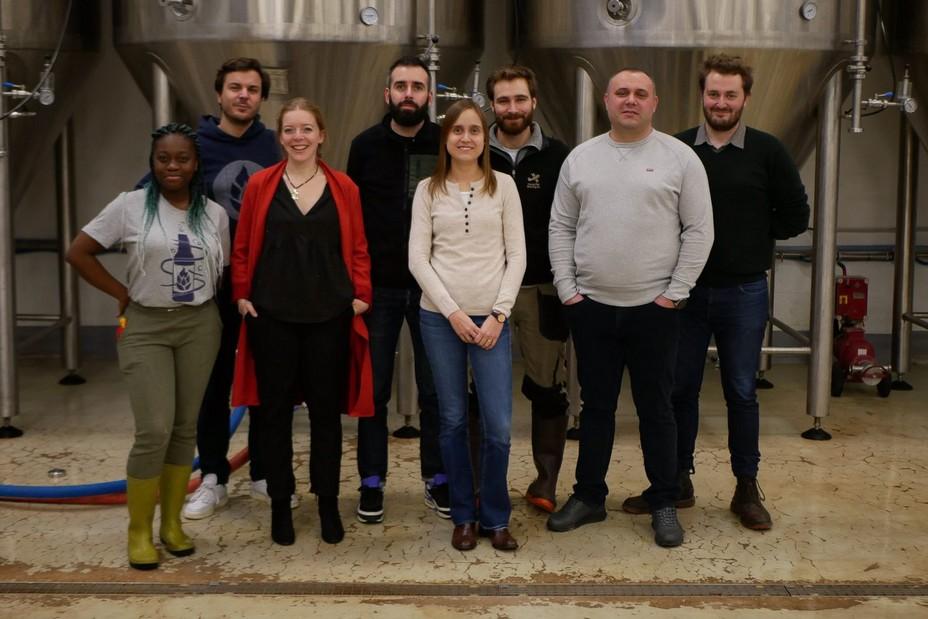 Devenue entreprise à mission,  avec des objectifs sociaux, sociétaux et environnementaux, la brasserie est aujourd'hui  forte d'une équipe de 12 passionnés.@  Deck & Donohue