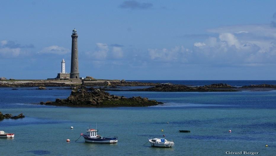 Le phare de l'île Vierge d'une hauteur totale de 82.50 m au dessus du sol, est toujours le plus haut d' Europe en pierre, et est sans conteste l'un des plus remarquable de France. (Photo Gérard Berger)