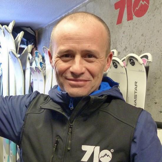 Charles Kipper, créateur logo et marque de vêtement 7LO. @ DR