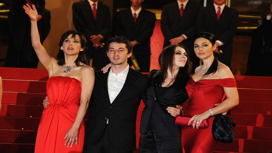 "Sophie Marceau, Marina et Adrien de Van et Monica Bellucci pour le film ""Ne te retourne pas"" en compétition officielle au Festival de Cannes 2009 (Crédit photo : Gareth Cattermole/Getty Images)"