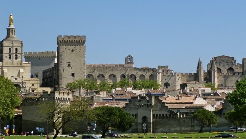 À la fois forteresse et palais, le Palais des Papes domine le centre historique d'Avignon ©Patrick Cros