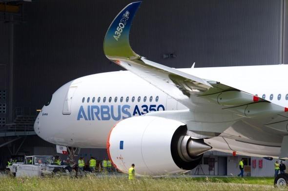 L'Airbus A 350 qui doit se décliner en trois versions de bases : l'A 350-800, l'A 350-900 et  l'A 350-1000 devrait effectuer son tout premier vol dans la première quinzaine de Juin 2013 (photo D.R.)