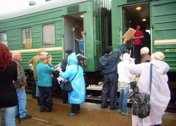Voyage en train à travers la Sibérie : détente et restauration lors d'un arrêt  (photo D.R.)