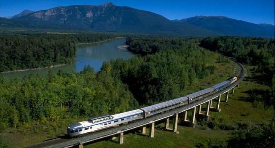 Le Transsibérien Moscou - Irkoutsk - Vladivostok - 14 jours - De Moscou à Vladivostok.Le transsibérien parcourt une distance de 9289 kilomètres et traverse huit fuseaux horaires. Sans escale, il faut sept jours pour effectuer le trajet. C'est le plus long chemin de fer au monde. ( Photo www.alestvoyages.fr/)