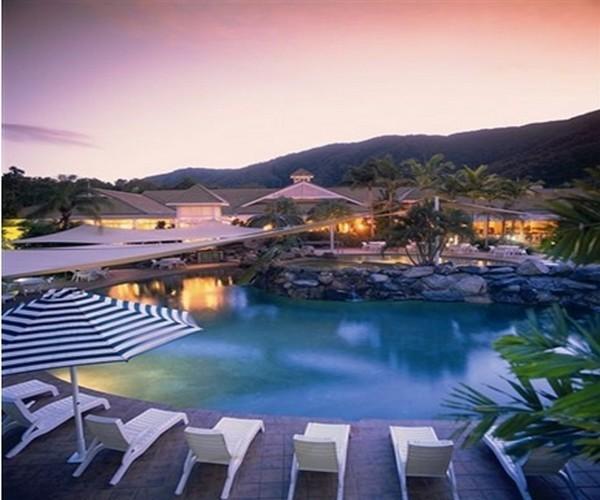 Nuit et dîner au Novotel Palm Cove, au nord de Cairns, à quelques minutes à pied de la Mer de Corail et de ses plages ©DR