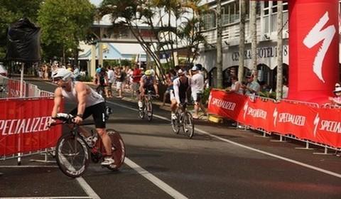 Rue centrale de Port Douglas, étape clé pour les cyclistes de l'Ironman Cairns ©Patrick  Cros