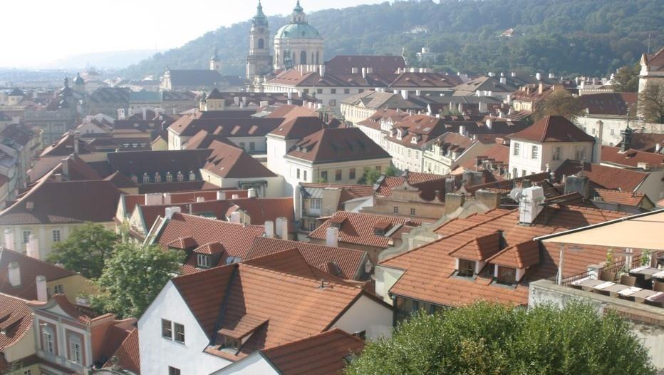 Vieille ville avec vue sur les toîts depuis le Château de Prague (Photo Richard Bayon)