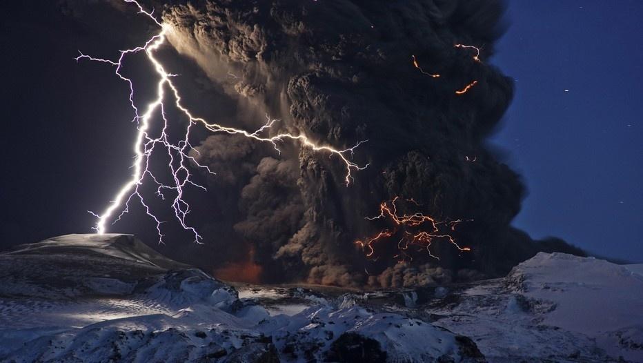 """De lave et de feu"""" propose dans sa nouvelle exposition d'admirer et de mieux comprendre les volcans rouges © Sigurôun Stefnisson"""