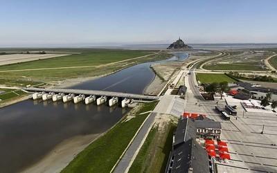 Le couesnon, le barrage et le Mont (Photo Thomas Jouanneau-Signat)
