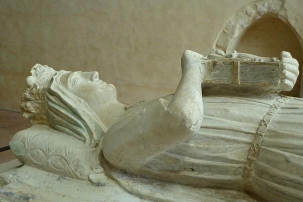 Gisant de la Reine Bérangère à l'abbaye de l'Epau @C.Gary