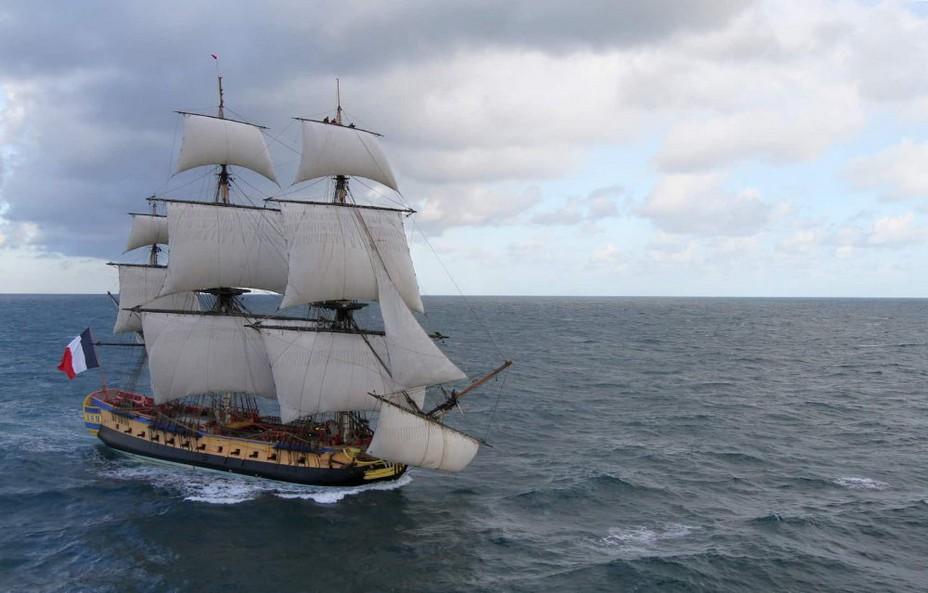 En 2015, au bout de 18 ans de reconstruction, le voyage inaugural avait emmené d'avril à mi-août les 70 équipiers de la délégation française au large des côtes américaines.Hermione-Francis-Latreille-Association-Hermione-Lafayette
