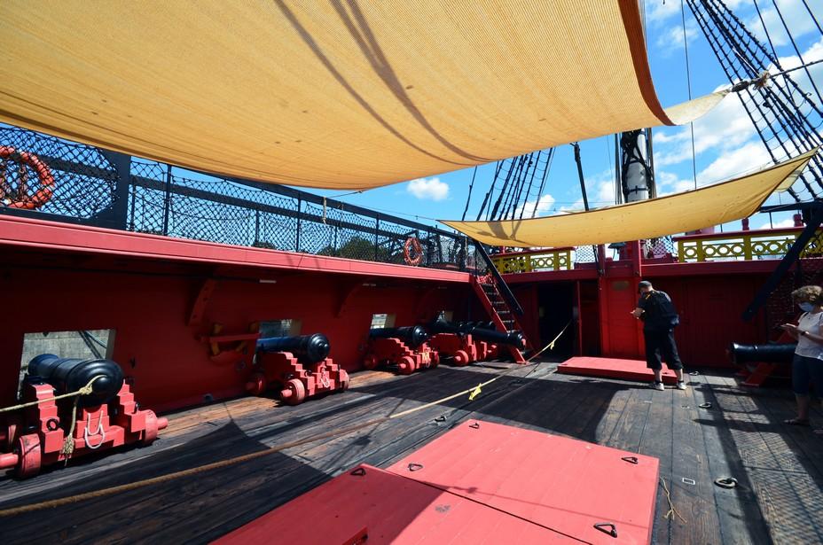 Navire de plus de 65 mètres de longueur hors tout, doté d'une voilure de 2200 m2 répartie sur trois mâts, l'Hermione fut construite sur les plans de l'ingénieur Chevillard Aîné@ David Raynal