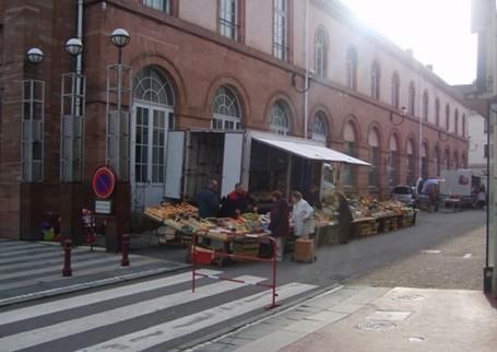 Le petit marché de Raon-l'Etape en plein centre ville (Photo Kim Frossard)