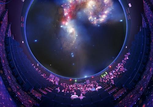 Des spectacles de PLANETARIUM et IMAX HUBBLE 3D pour plonger au cœur du ciel, découvrir l'univers et partager l'aventure spatiale sur écran géant ©Cité de l'espace