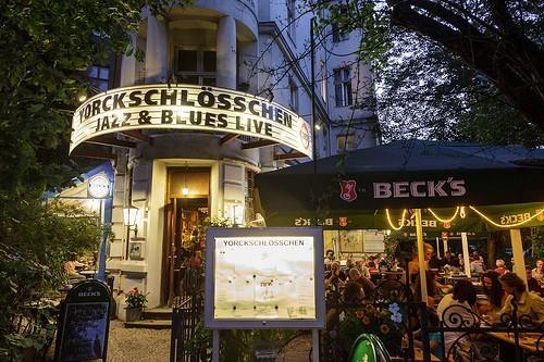 Entrée du célèbre Yorkschlösschen, le plus vieux bar de Berlin (Photo DR)
