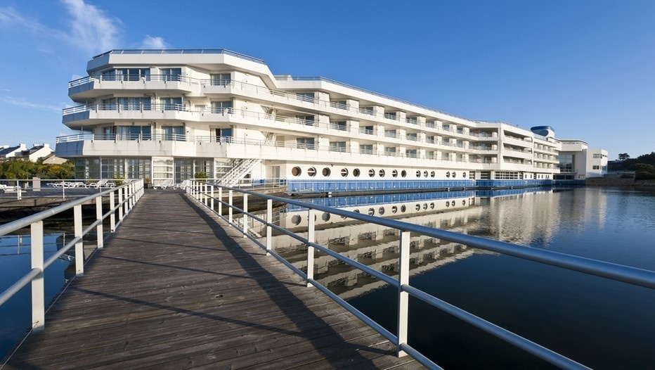 La fière allure du bâtiment imaginée par l'architecte Diener est celle d'un paquebot amarré à l'orée du rivage, avec ses ponts,  ses cabines vue mer,  sa cheminée (photo DR)