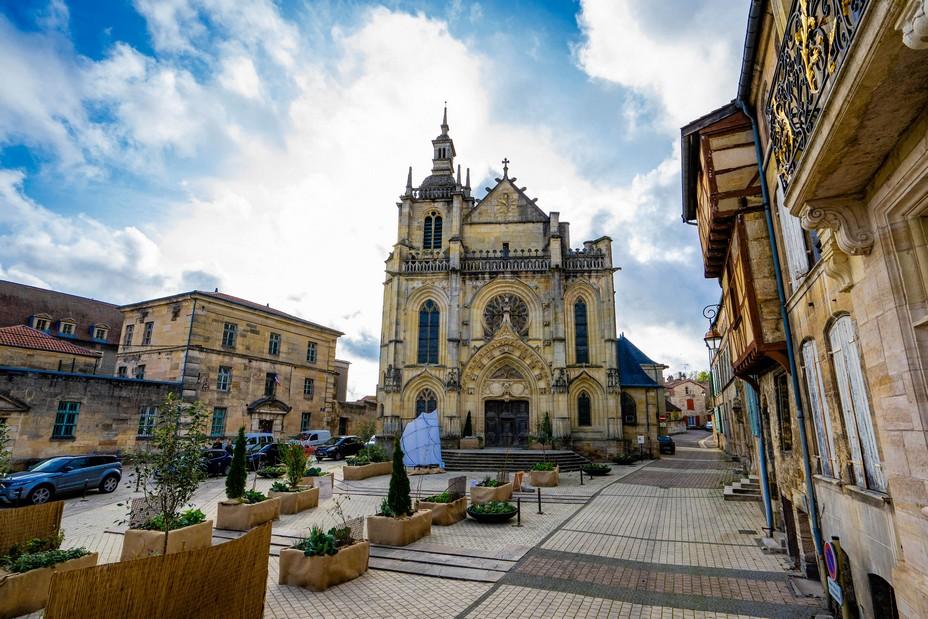 Bar-le-Duc Place St Pierre et Eglise Saint Etienne @ Artipair