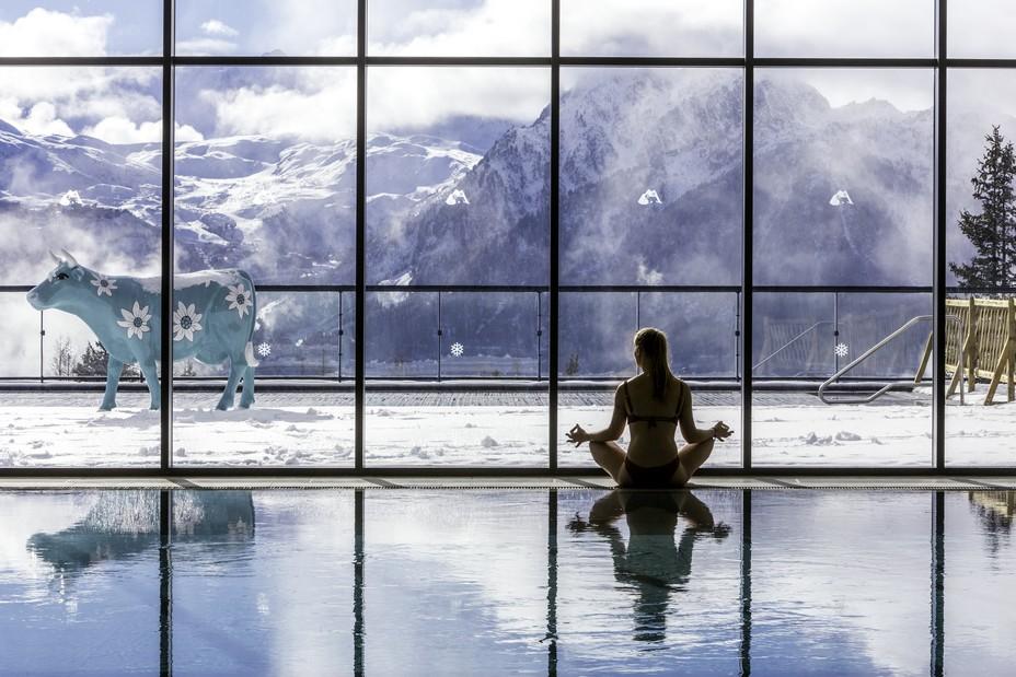 A La Rosière un Club Med nouvelle génération vient d'ouvrir  - Club Med Yoga face aux montagnes @ Maud Delaflotte