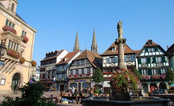 Obernai la belle est située sur la Route des Vins d'Alsace et au pied du Mont Ste Odile. @ OT Obernai