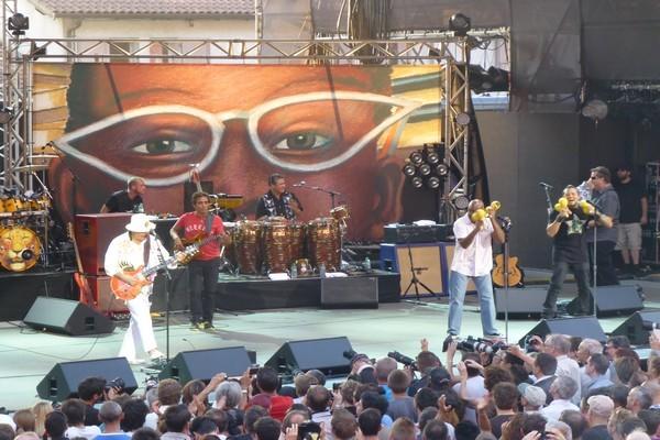 Santana a fait sonner les cordes de sa guitare et réuni un public acquis depuis des décennies (photo DR)