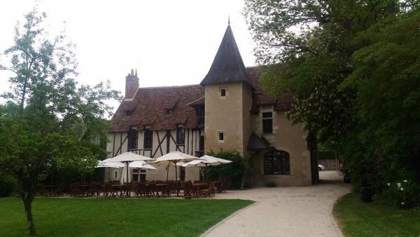 L'Auberge du Prieuré recettes inspirées de la Renaissance : poularde confite au bon vin d'Amboise, gastiau de courges au carvi, aumônière de saumon au basilic et trédura de poireaux….@ TripAdvisor.
