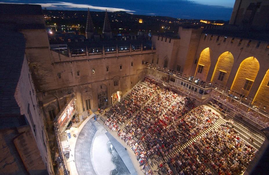 Cour honneur du Palais des Papes pendant le Festival @JP Campomar